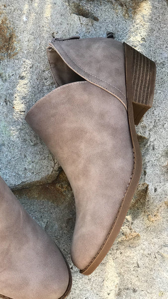 The ASHTON Ankle Bootie In Putty