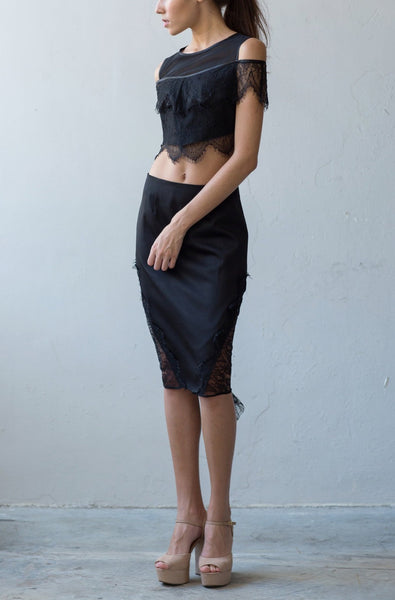 Fitted skirt with lace drape in black
