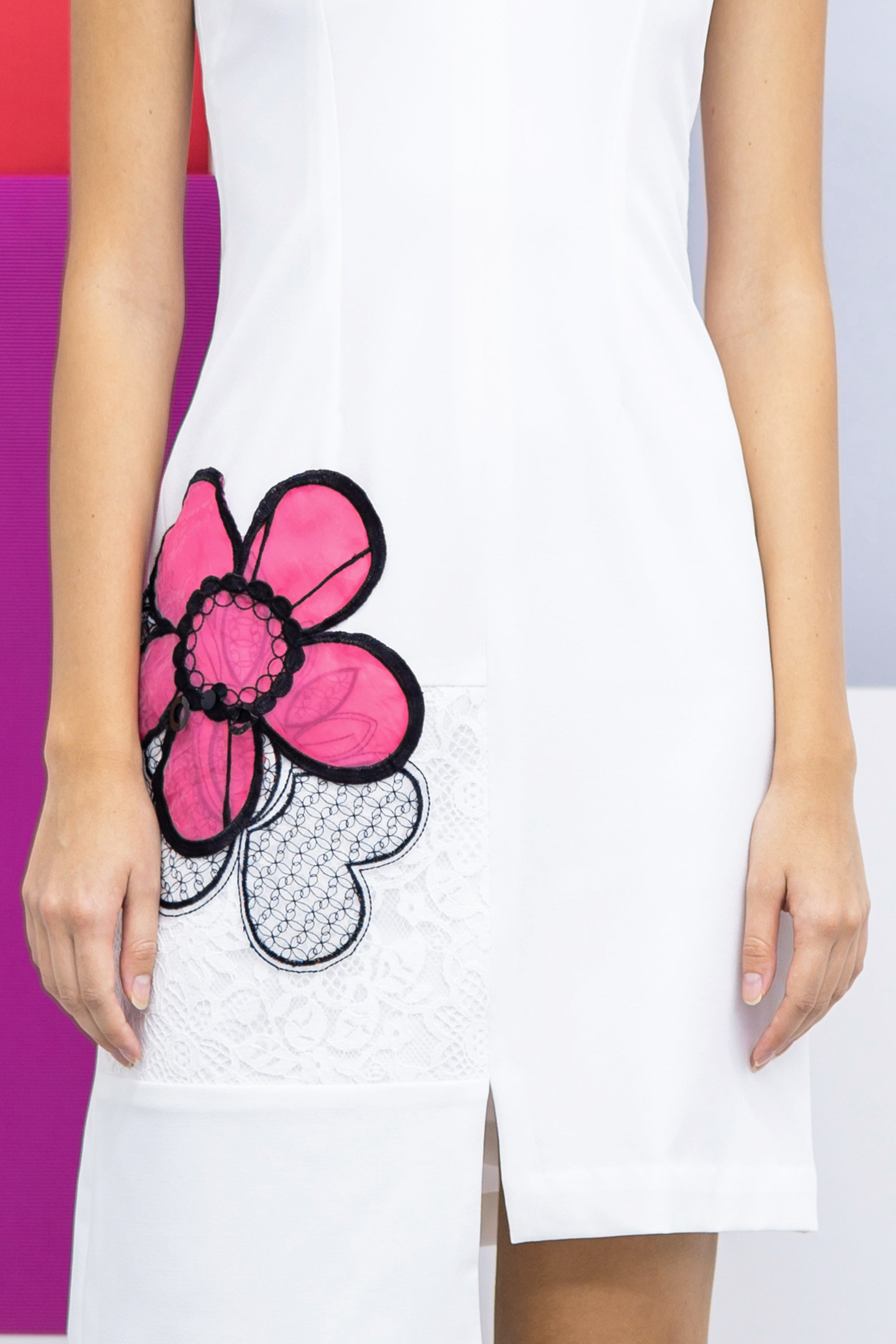Sleeveless straight cut crepe dress- white with pink appliqué