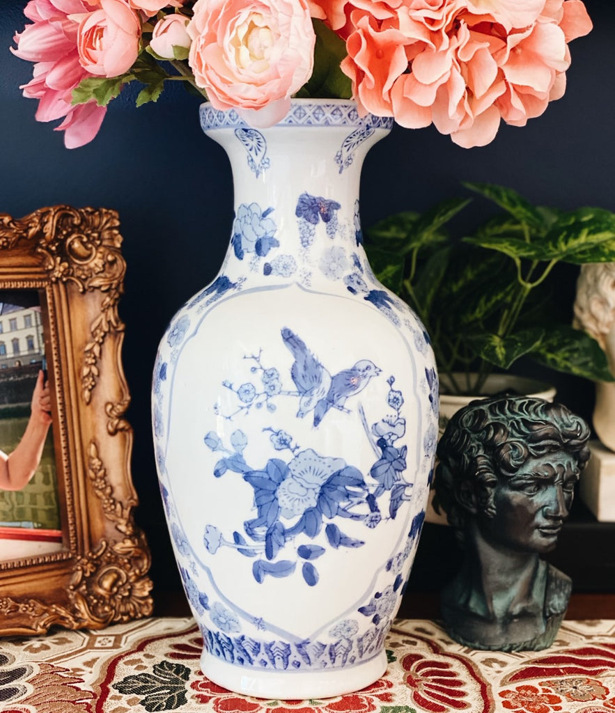 Blue and white medallion Chinoiserie vase