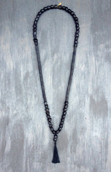 Musa - Gothic black seeds necklace - MERCe