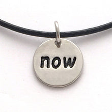 now necklace - black