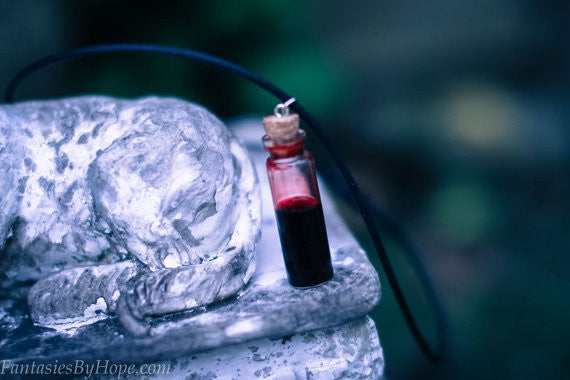 Spooky Blood Vial Necklace! Looks like real blood! - HottestTrendsPrint