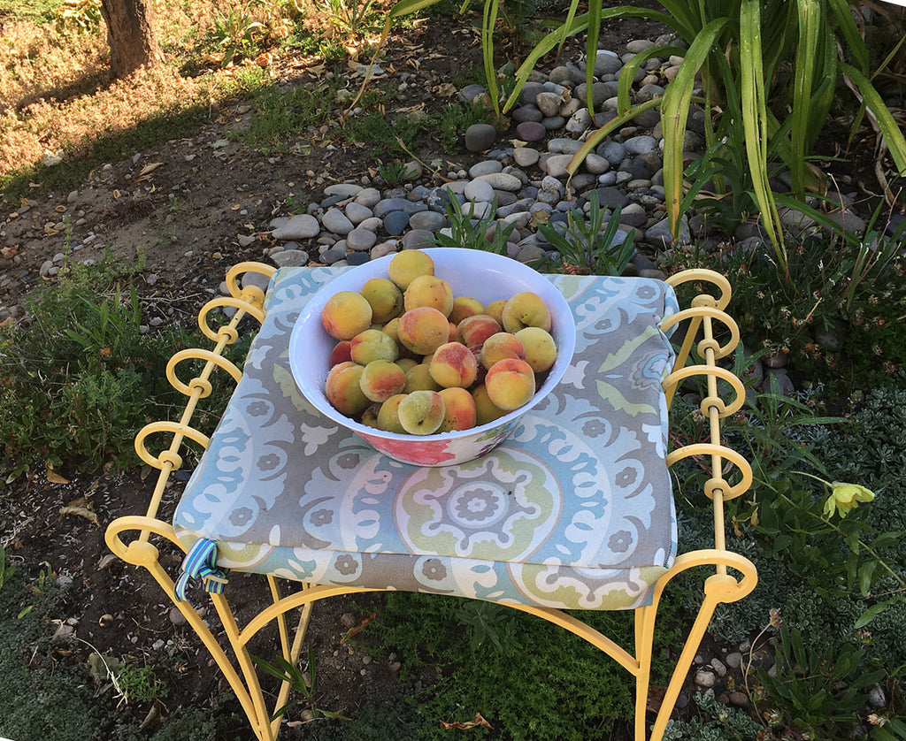 image of bowl of peaches
