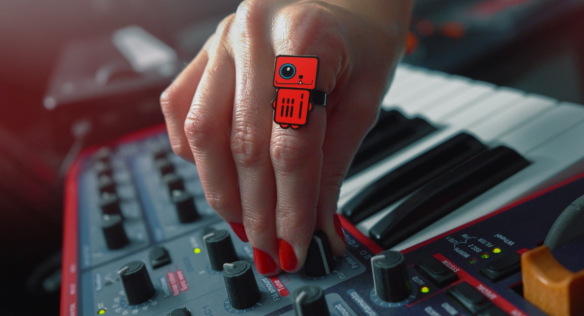 Infrared - Red Robot Ring - Keyboard Electronic Music - ROBOTA PROJECT