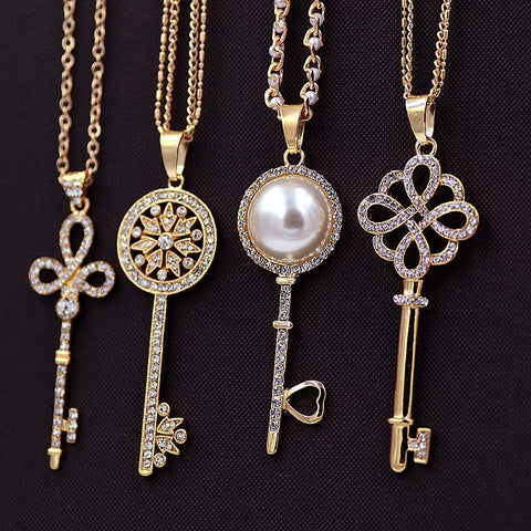 Exquisite Crystal Key Pendant Necklace