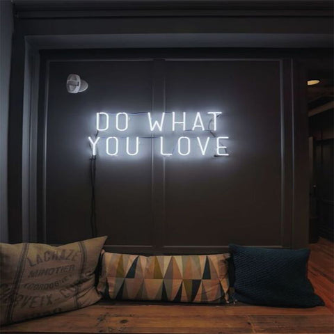 "Enseigne Lumineuse au Néon - ""Do what you love"""
