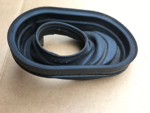 Jaguar Daimler XJ40 fuel filler rubber gator seal BEC7532