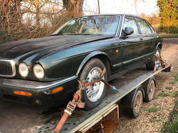 97 Jaguar X308 XJ8 V8 3.2 Breaking for spares