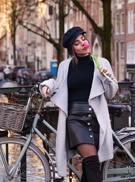 WhatTheChic with bicycle and tulip in Amsterdam