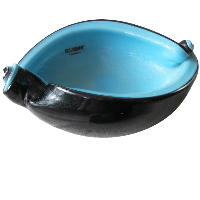An absolutely gorgeous, medium-sized, black and aqua Murano glass shell dish from the now-closed Barbini Factory, circa 1955. A stunning vintage piece that is irreplicable and perfect for the vintage glass collector or a lover of beautiful home decor accessories.