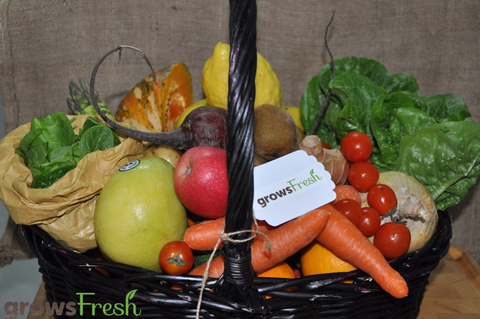Weekly Family Organic Fruit and Veggie Box - 13 Items -  Approx 7.6kg