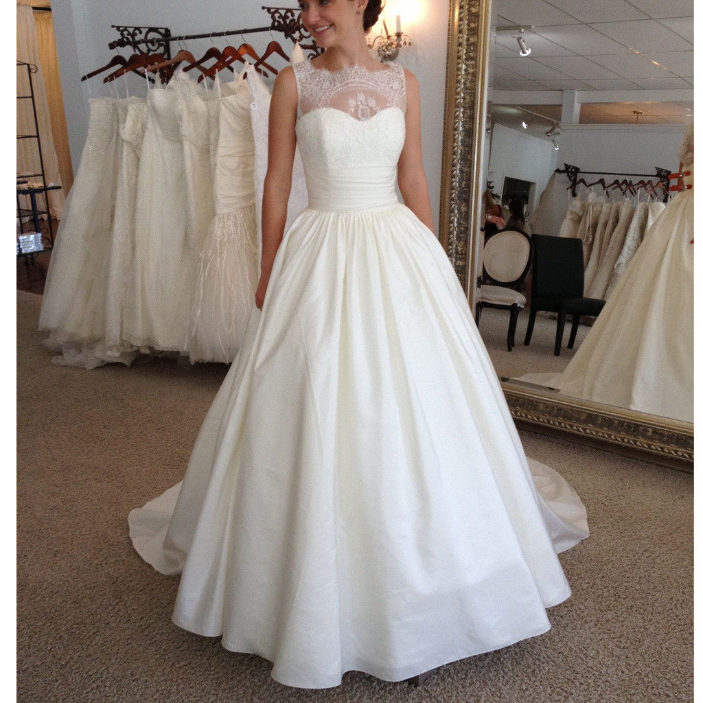 Vintage Elegant Lace Princess Country Ball Gown Modest Wedding Dresses. RG0180