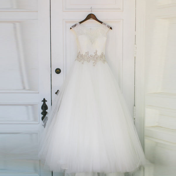 Vintage Long A-line Lace Top Cap Sleeve Keyhole Back With Beading Sash Tulle  Wedding Dress. RG0191