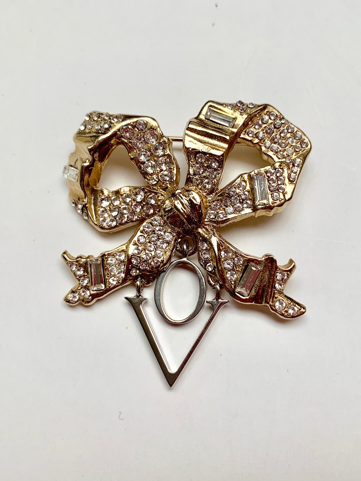 Brooch Amour