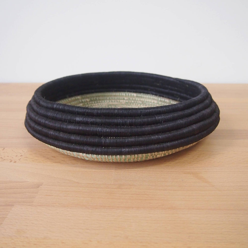 Shallow Fruit Bowl: Black