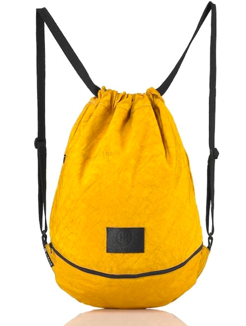 product picture of a yellow bag from the front. Yellow gymbag.