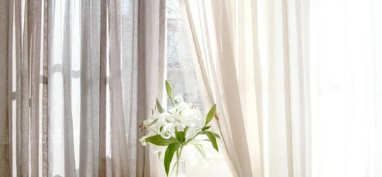 How To Choose Curtains Or Drapes For Your Living Room