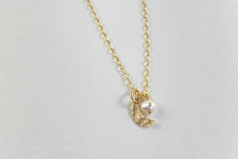 The small moon and pearl dreamer necklace