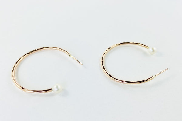Dreamer Medium Gold and Pearl Hoops