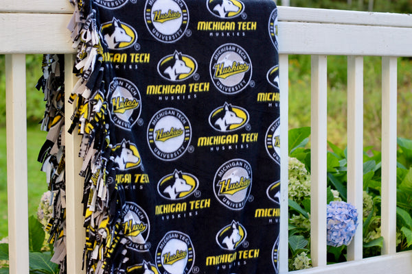 Michigan Tech Fleece Tied Throw Blanket Kit