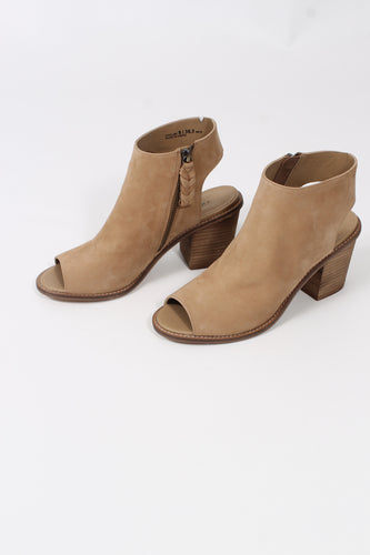 Leather Natural Heels- Chinese Laundry Calvin
