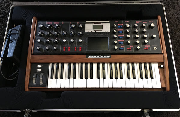 Moog Voyager Select Series with VX-351 and rolling Case **USED