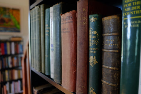 Welcome to 'Back Avenue Books'. Vintage, used, rare & new gardening books, for the seasoned professional and the weekend gardener.