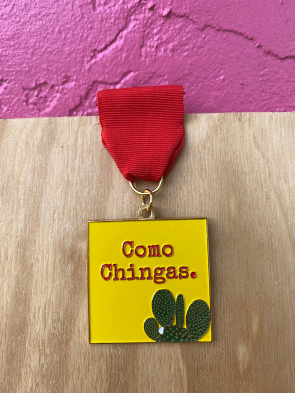 Como Chingas Fiesta Medal (in Yellow)