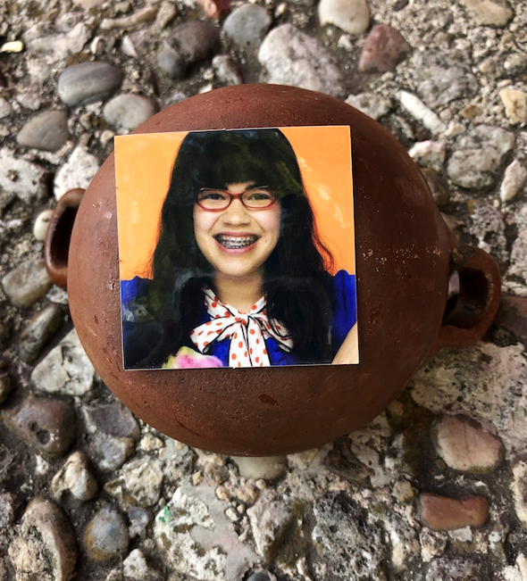 Ugly Betty Por Vida 2x2 Sticker