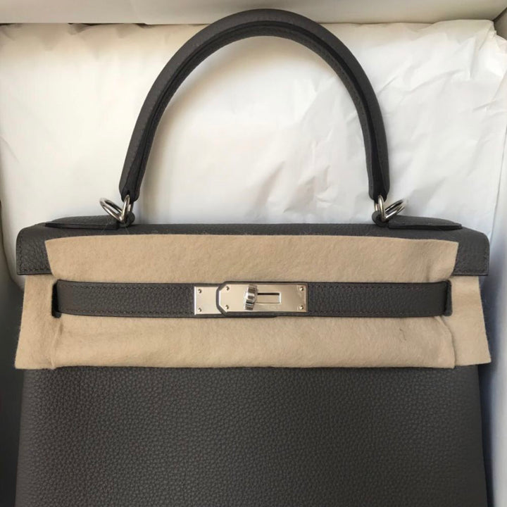 Hermès Kelly 28 Gris Etain Togo Palladium Hardware PHW C Stamp 2018 <!28294119> <!SOLD> <!SOLD> <!SOLD> - The French Hunter