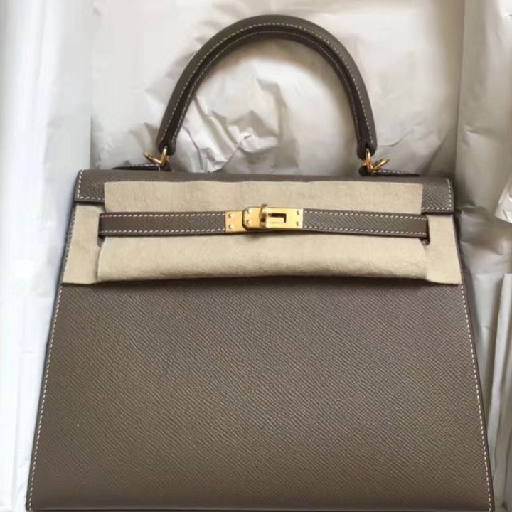 Hermès Kelly 25 Etoupe Sellier Epsom Gold Hardware GHW C Stamp 2018 <!28436906> <!SOLD> <!SOLD> <!SOLD> <!SOLD> - The French Hunter