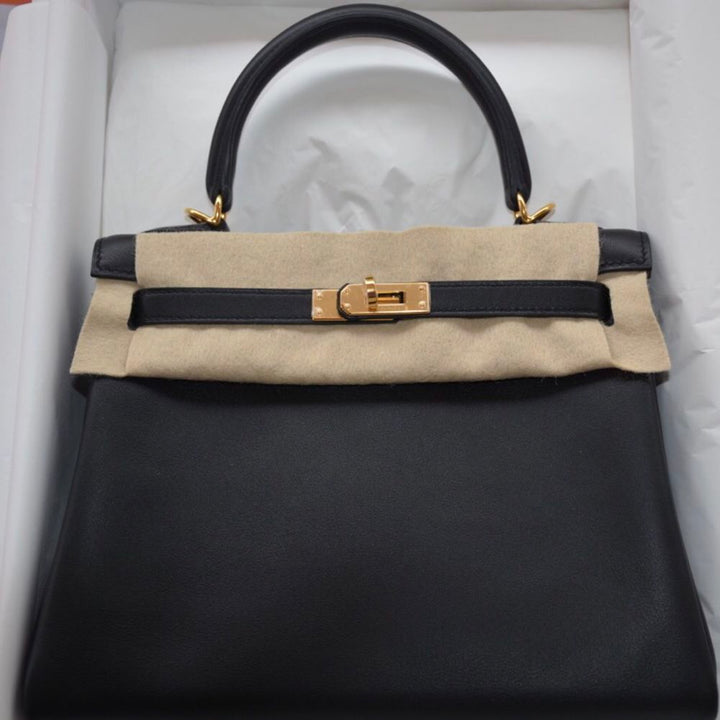 Hermès Kelly 25 Noir (Black) Swift Gold Hardware GHW C Stamp 2018 <!29318197> - The French Hunter