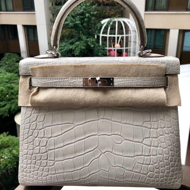 Hermès Kelly 25 Beton Alligator Mississippi Matte Palladium Hardware PHW C Stamp 2018 <!29447331> - The French Hunter