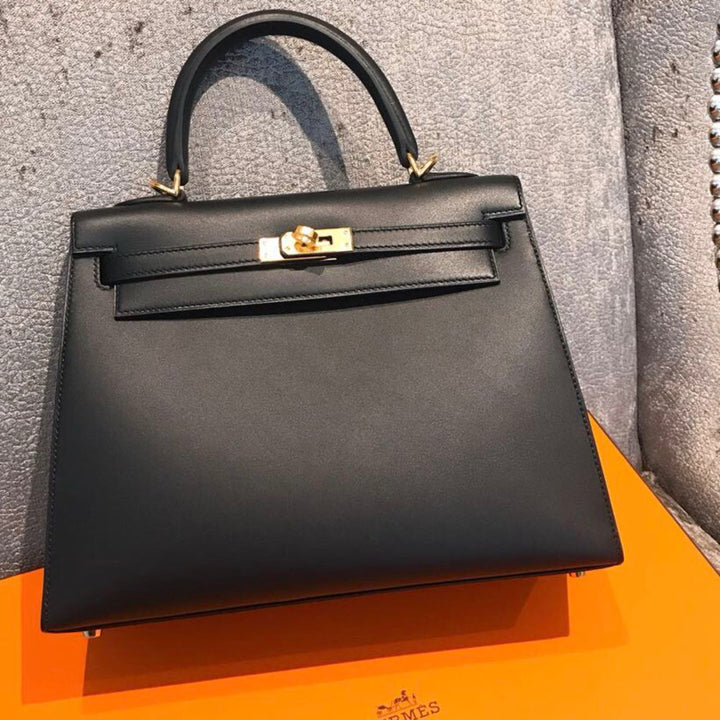 Hermès Kelly 25 Noir (Black) Sellier Sombrero Gold Hardware GHW C Stamp 2018 <!29975740> - The French Hunter