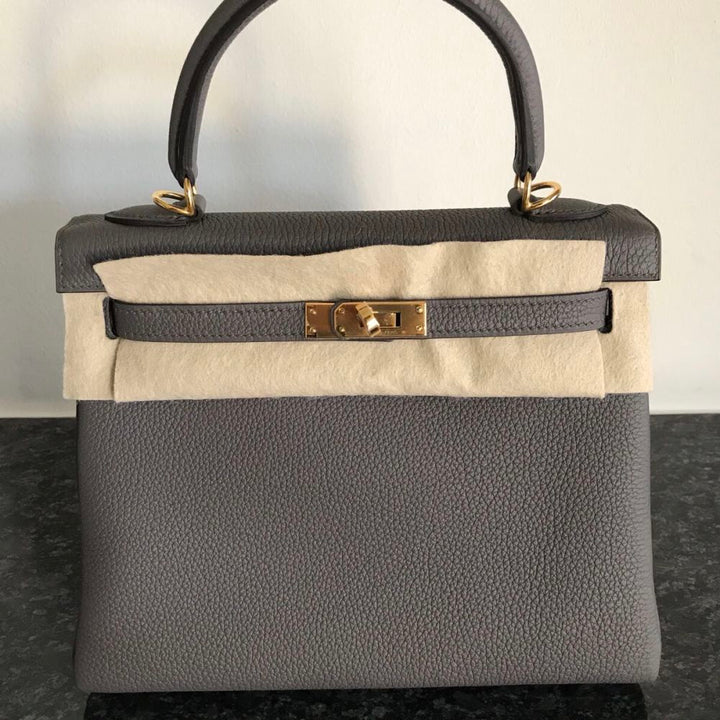 Hermès Kelly 25 Gris Etain Togo Gold Hardware GHW C Stamp 2018 <!29982613> <!SOLD> - The French Hunter