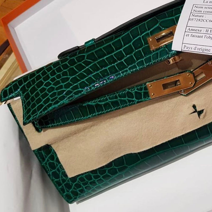 Hermès Kelly Cut Vert Emeraude Crocodile Porosus Lisse Gold Hardware GHW C Stamp 2018 - The French Hunter