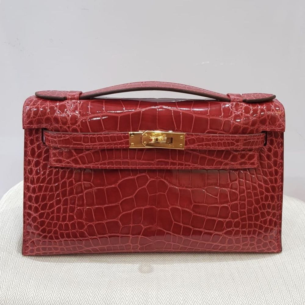 Hermès Kelly Pochette Braise Alligator Mississippi Lisse Gold Hardware GHW C Stamp 2018 - The French Hunter