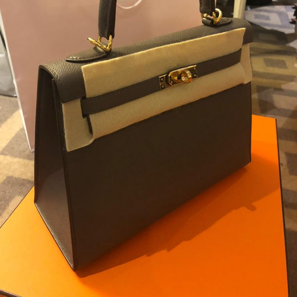 Hermès Kelly 25 Gris Etain Sellier Epsom Gold Hardware GHW C Stamp 2018 - The French Hunter