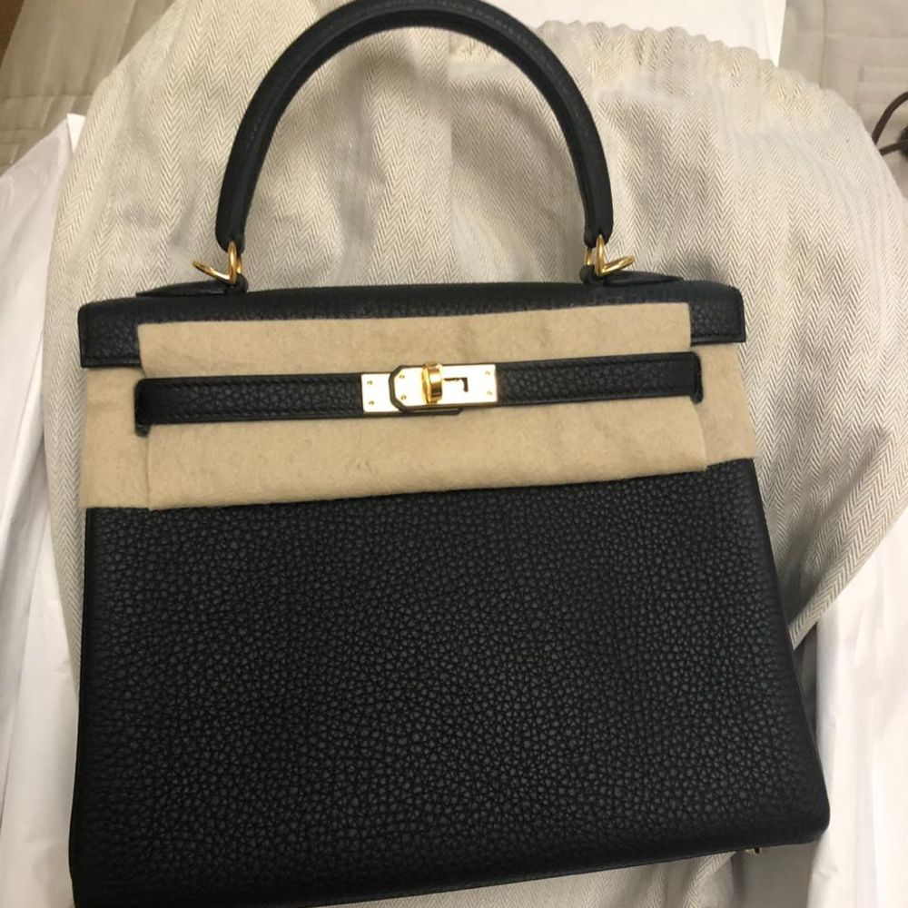 Hermès Kelly 25 Noir (Black) Togo Gold Hardware GHW C Stamp 2018 - The French Hunter