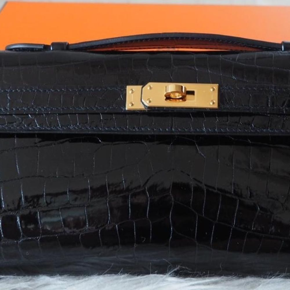 Hermès Kelly Cut Noir (Black) Crocodile Niloticus Lisse Gold Hardware GHW