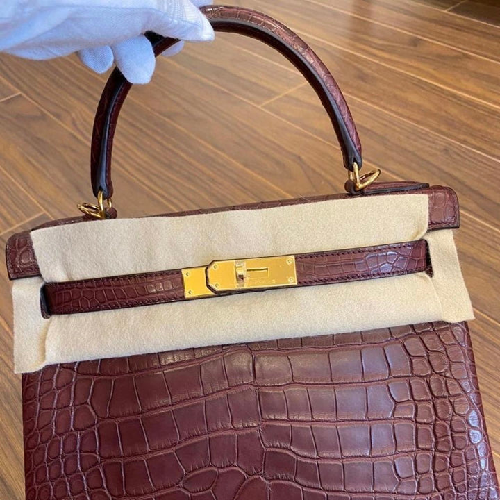 Hermès Kelly 28 Bordeaux Alligator Mississippi Matte Gold Hardware GHW