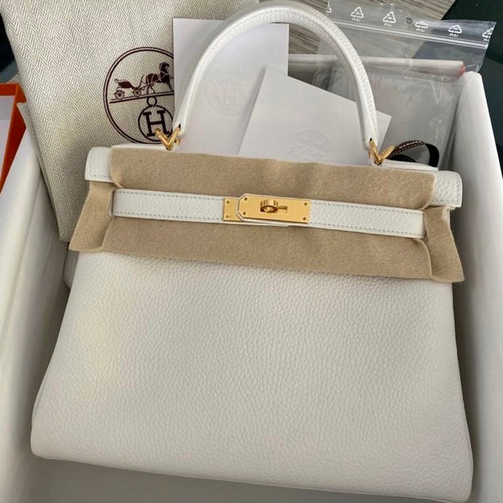 Hermès Kelly 28 Blanc (White) Taurillon Clemence Gold Hardware GHW