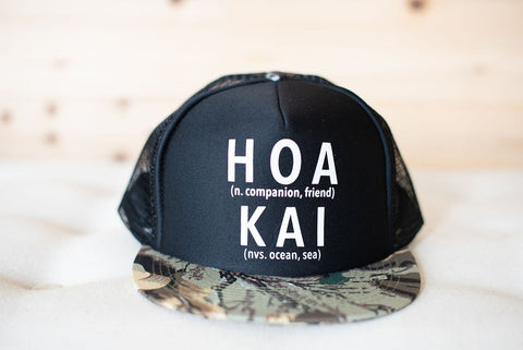 HOA KAI Defined Trucker Hat: CAMO