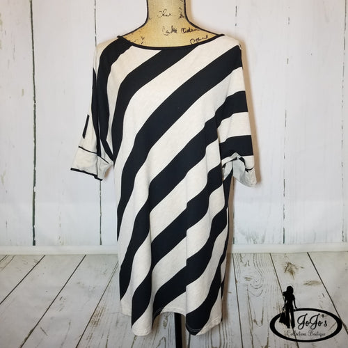 Diagonal Stripe Top Plus