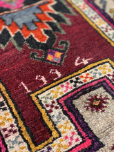 "Load image into Gallery viewer, 3' x 5'2"" Vintage Turkish Anatolian Rug - Online Oriental Rugs"