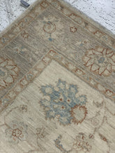 "Load image into Gallery viewer, 3'11"" x 5'8"" 100% Hand Weaved Wool Farhan Small Area Rug - Online Oriental Rugs"