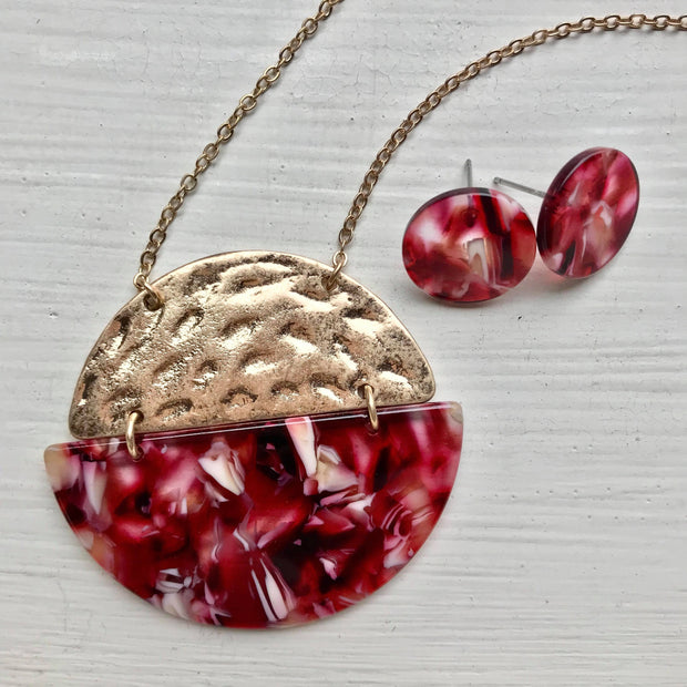Art Deco - Red Multi/Metal Circle Pendant Necklace