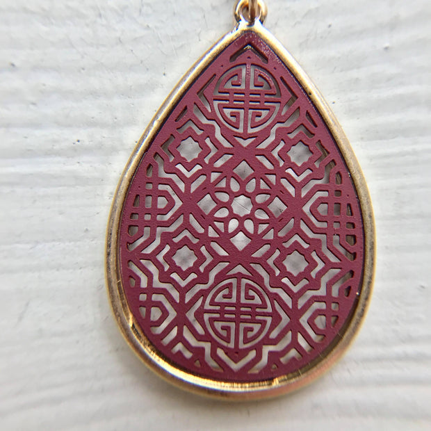 Dainty Filigree Necklace - Burgundy