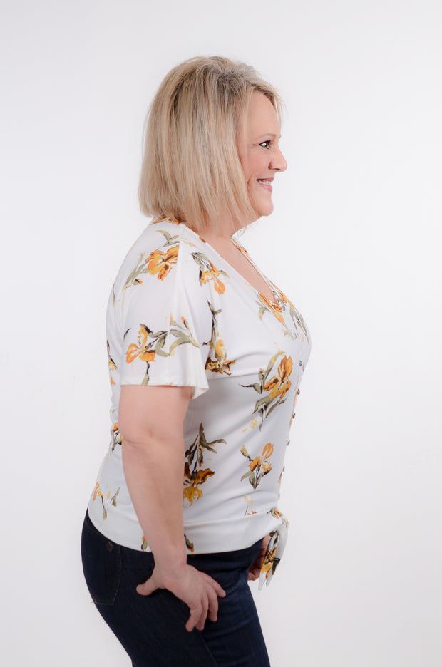 Mustard Floral Front Knot Top XL-3X-DEX-9Lilas